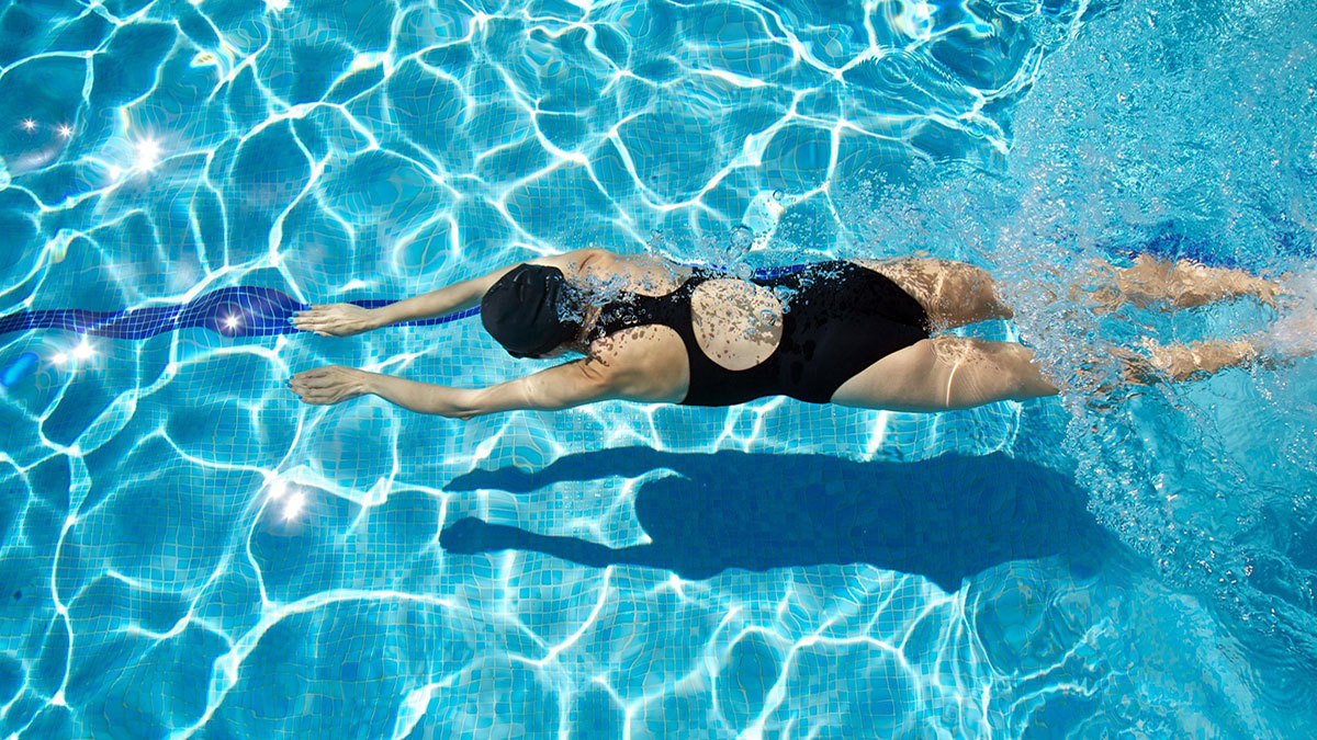 Польза плавания в бассейне для женщин
